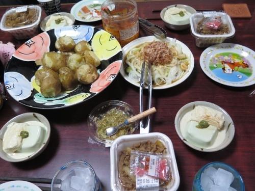 枝豆の寄せ豆腐と生ゆば刺身、牛丼、ズッキーニと新タマネギのサラダ、じゃがバタ、きさけ日光誉