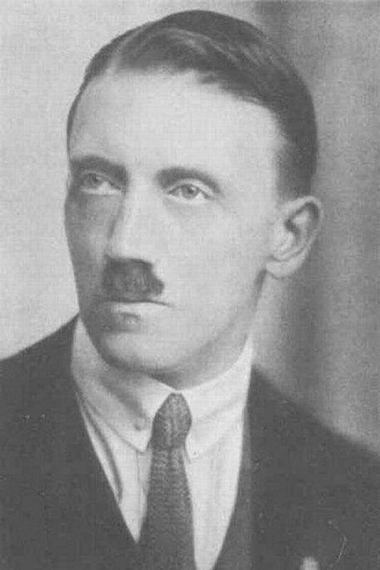 ヒトラー1921白黒
