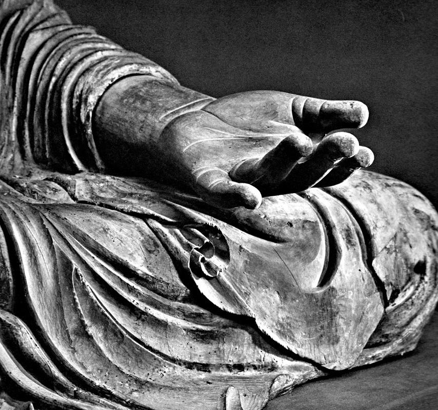 新薬師寺・薬師如来像の左手先(横木材を使用)