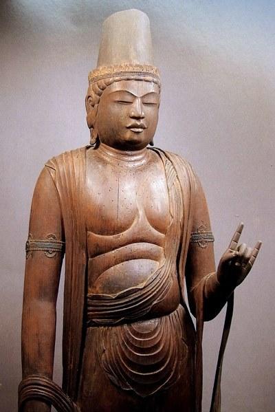 常念寺・菩薩立像~右手を垂下し左手を屈臂する