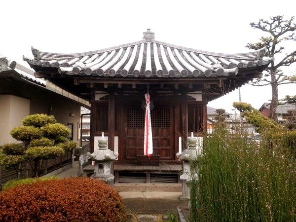 常念寺・菩薩像が祀られる「薬師堂」