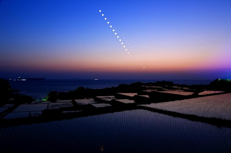 夕陽と月-普恩寺棚田
