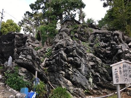 5102017 32番禅師峰寺参道脇巨岩S3