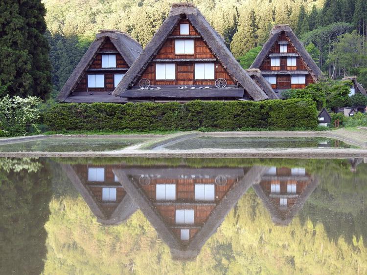 四季を通して、まさに絵画のような景色を楽しませてくれる白川郷 ②