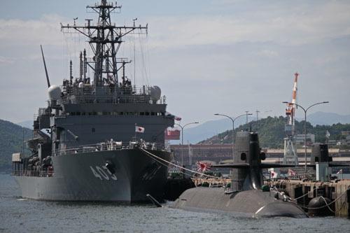 潜水艦救難艦ちはやと潜水艦2