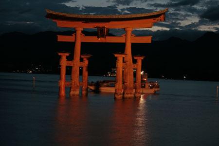 厳島神社 鳥居夜景