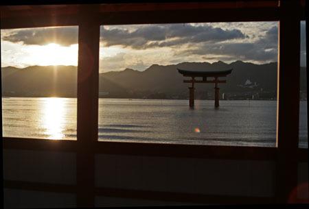 厳島神社 鳥居夕景