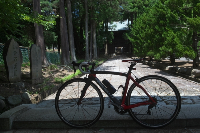 大泉寺の山門を前にして-01