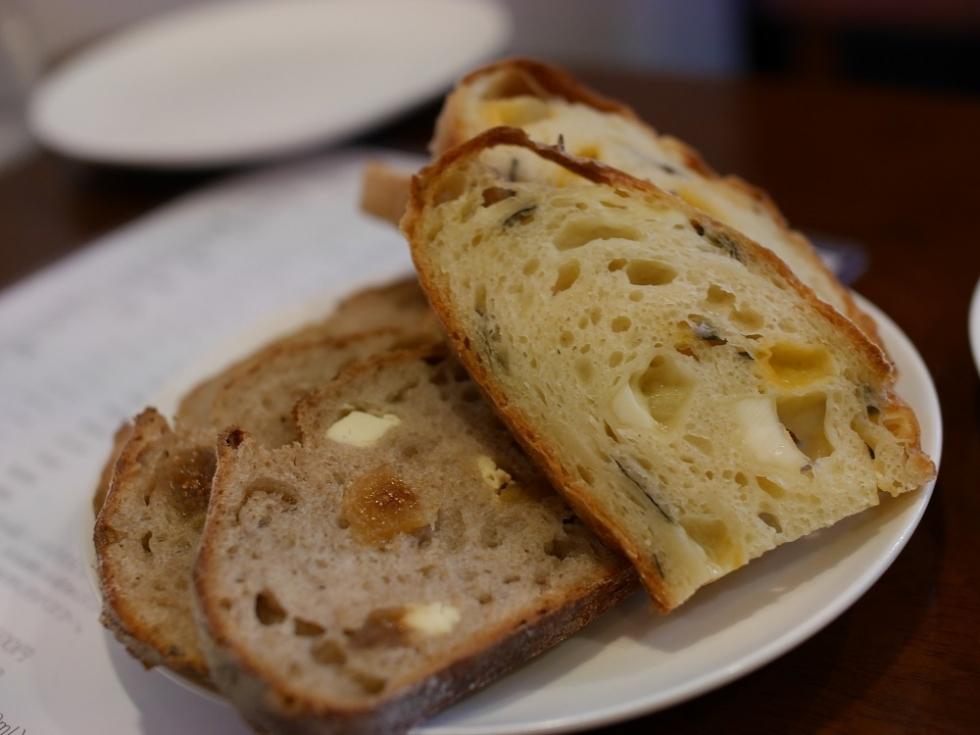 P1470997クリームチーズ無花果カンパーニュ、ごま油リュスティック