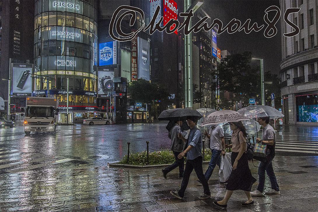 台風3号 雨の四丁目交差点 20170705