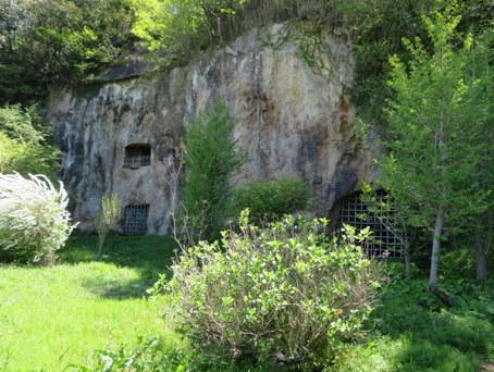 岩窟ホテル2