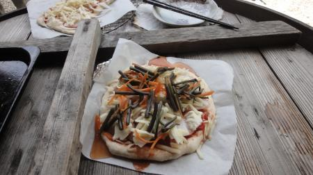 わらびトッピングの和風ピザ