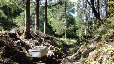 栗山に薪の風呂を作った