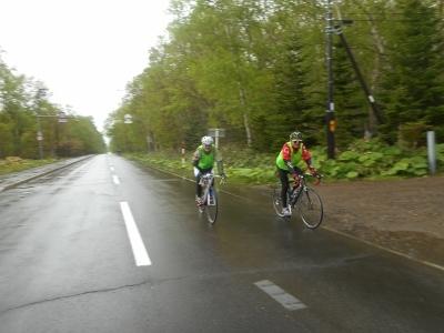 雨にもめげず自転車レース
