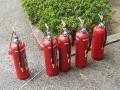 訓練用の消火器(中身は水)