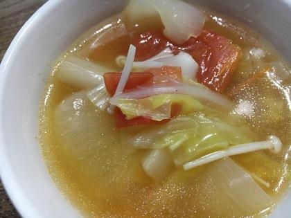 白菜とトマトのコンソメスープ