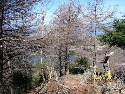 後に大菩薩湖が見える