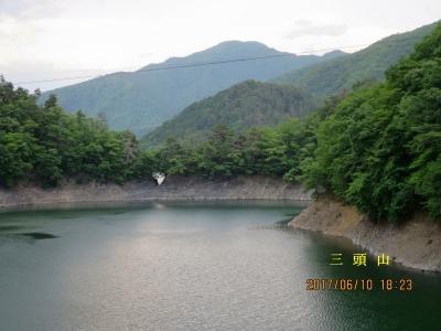 峰谷橋より奥多摩湖と三頭山