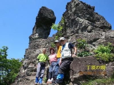 丁須岩基部付近