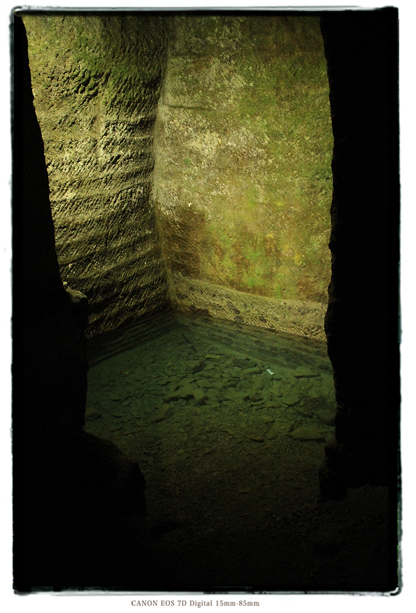 伊豆室岩洞201401muroiwa003.jpg