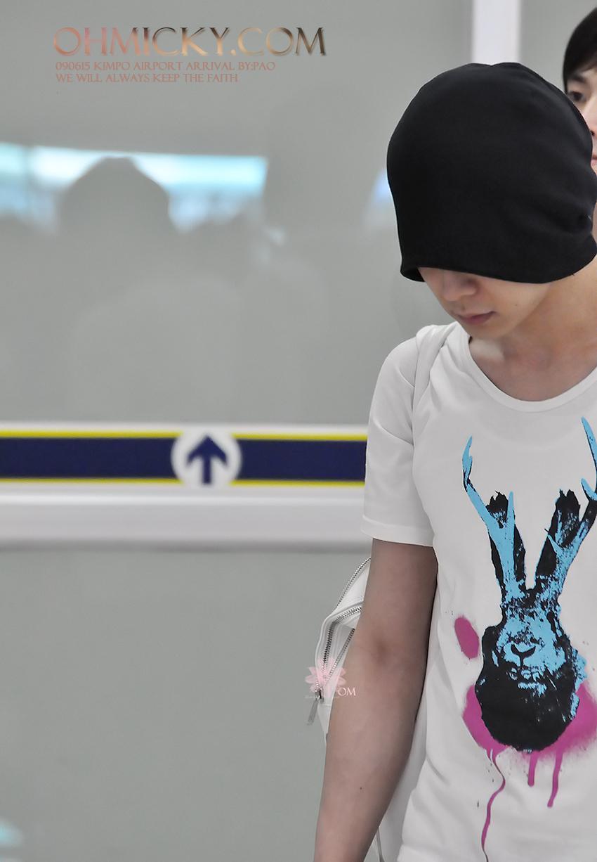 090615_tvxq_airport_yuchun_12.jpg