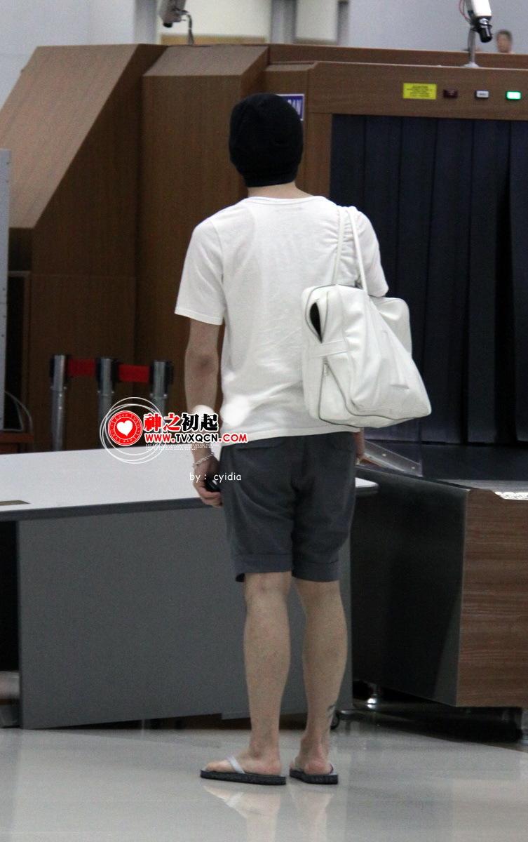 090615_tvxq_airport_yuchun_22.jpg
