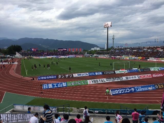 中銀スタジアム1