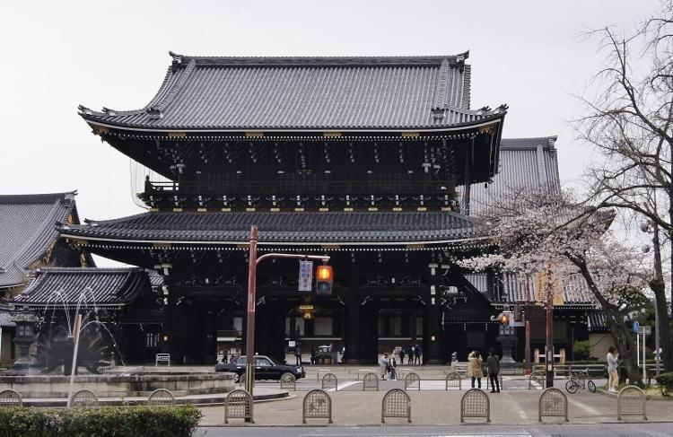 御影堂門 1 (750x487) (2)