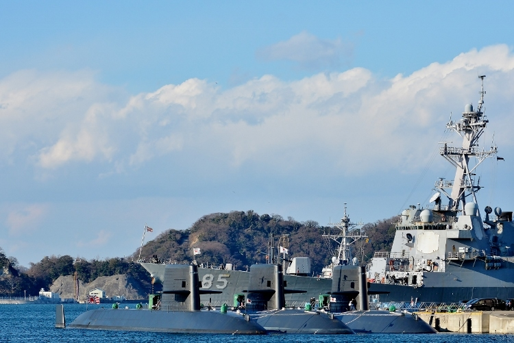 イージス駆逐艦DDG-85「マッキャンベル」 (750x501)