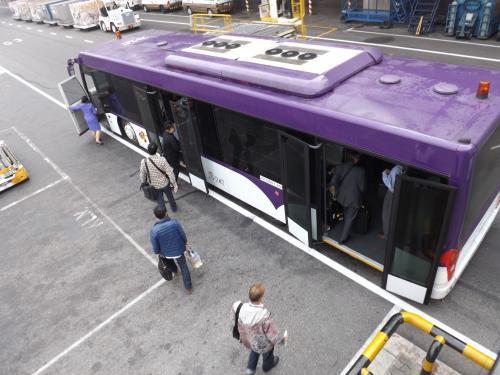 THAI 空港内移動用バス