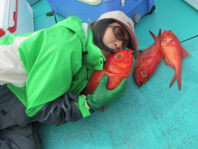 ぴーぽんキンメに添い寝