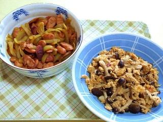 170502_4624 財田さんの料理・ウィンナーと玉葱のカレー酢炒め・ふわ玉シメジ炒めVGA