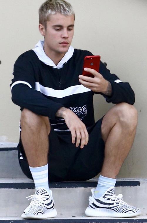 ジャスティン・ビーバー(Justin Bieber):シュプリーム(Supreme)/ヴェトモン(Vetements)/アディダス(Adidas)