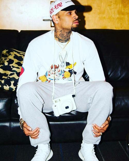 クリス・ブラウン(Chris Brown):イージー(Yeezy)/アディダス(Adidas)