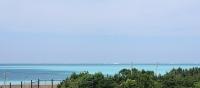 エメラルドグリーンが広がる海