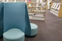 図書館の椅子