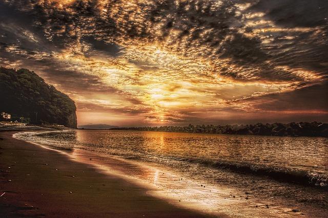 sunrise-1976293_640.jpg