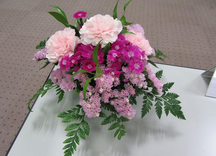 テーブルに花 29.5.23