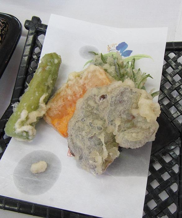 天ぷら ユキノシタと何かの草も 29.6.3