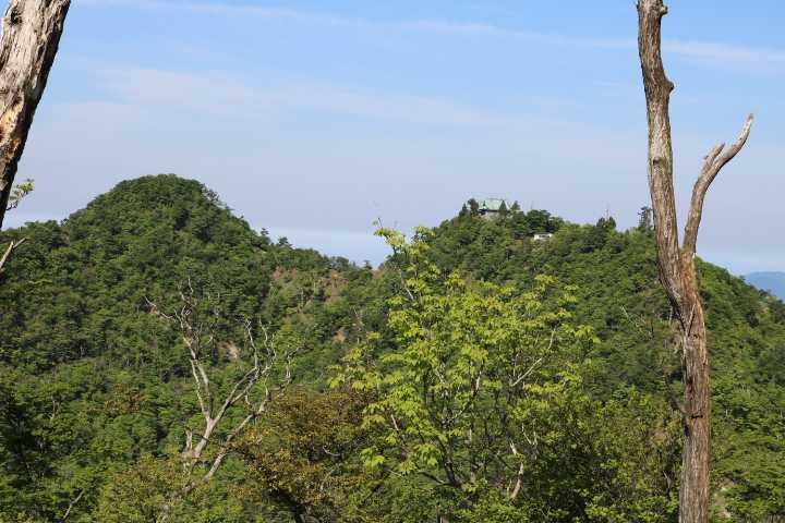 IMG1578JPG上宮と南岳(左)