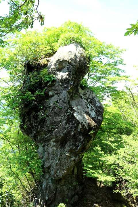 IMG1608JPG鬼の舌の下の奇岩
