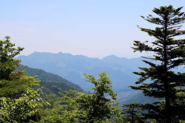 IMG1637JPG裏英彦山道より犬ケ岳遠望