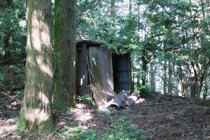 IMG2039JPG紅葉谷分岐手前にある作業小屋
