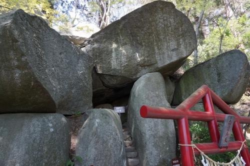 3岩 (1200x800)