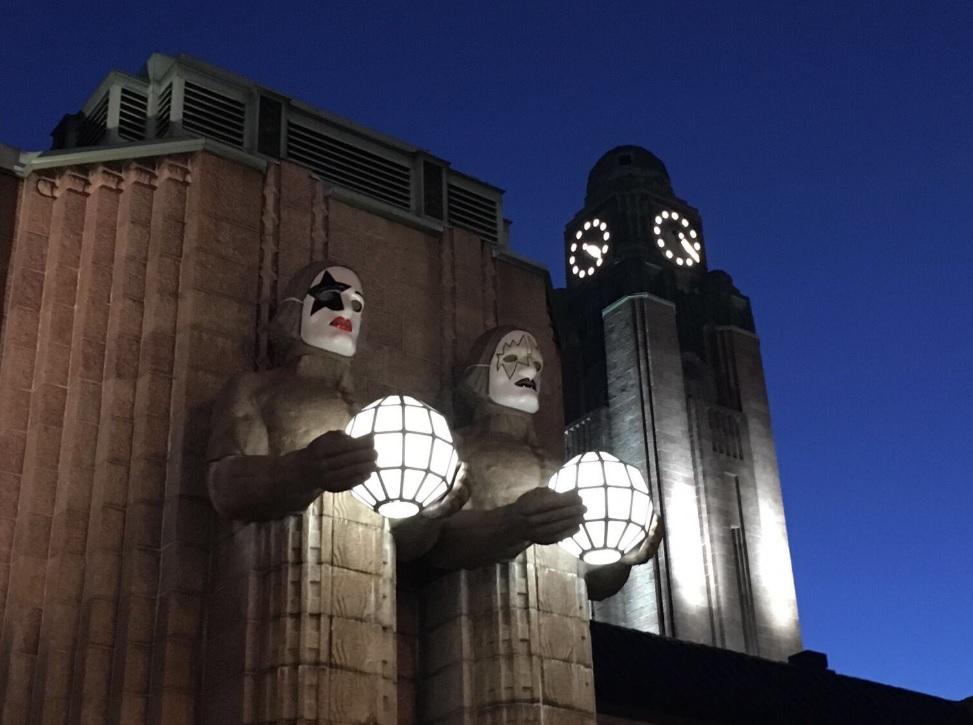 KISSのマスク フィンランド ヘルシンキ 中央駅 石像