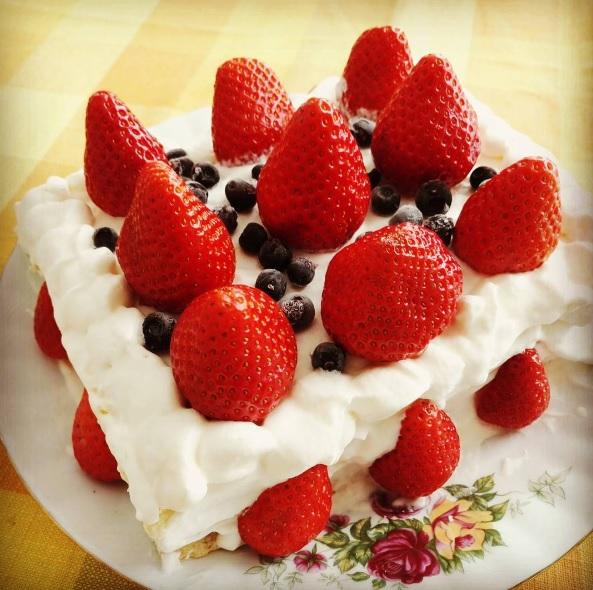 母の日 ホームメイド 苺ケーキ Mansikkakakku