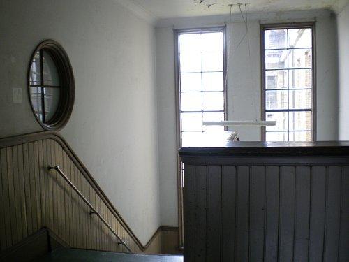 旧岡谷市役所・階段②