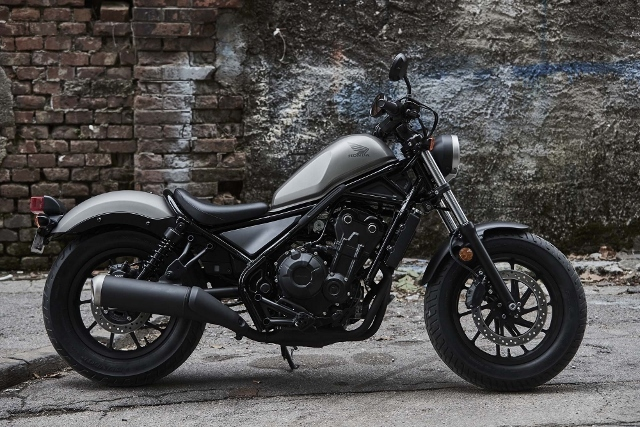 2017-Honda-Rebel-500-300-lifestyle-23 (640x427)