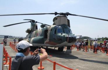 2017年静浜基地航空祭CH-47J(LR)航空救難団ヘリコプター空輸隊(三沢・入間・春日・那覇)災害派遣東日本大震災福島第一原発鶴市作戦Operation Neptune Spear(海神の槍作戦)CH-47JA川崎重工ボーイング・バートル(ボーイングIDSロータークラフト)CH-47チヌーク (CH-47 Chinook)海上自衛隊シコルスキーUH-60JA Black Hawk