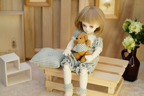 ROSEN LIED、Tuesday's child、通称・火曜子のチェルシー。朝、まだねむねむで、お部屋でまったり。